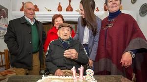 El extremeñp Francisco Nunez Olivera, el hombre mas longevo del mundo en su 113 cumpleaños.
