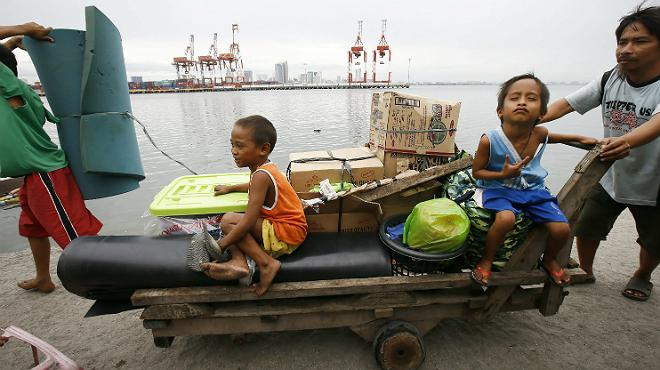 Almenys dos morts i 520.000 evacuats a les Filipines pel tifó 'Hagupit'