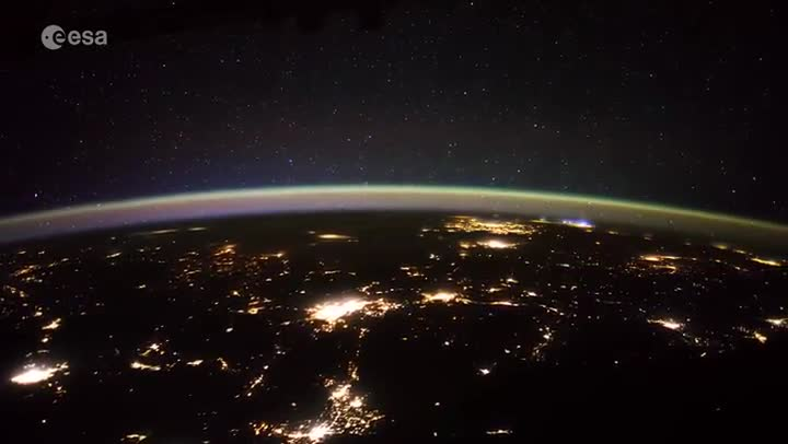Estranys objectes mòbils per sobre de la Terra des de l'ESA