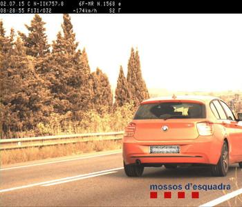 Foto hecha por el radar que ha cazado al conductor que circulaba a 174 kil�metros por hora.