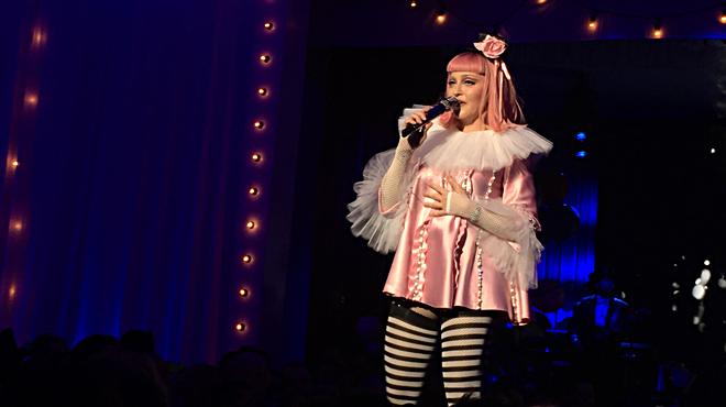 Concert de Madonna a Miami, moment en què interpreta 'Toxic - Tears of a clown'