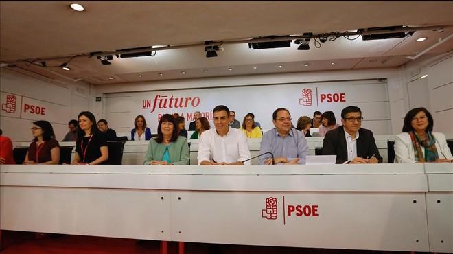 La c�pula del PSOE, con Pedro S�nchez en el centro, durante el comit� federal del pasado s�bado.