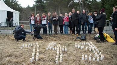 El juez de Germanwings entrega a las familias unos 40 móviles recuperados pero sin datos