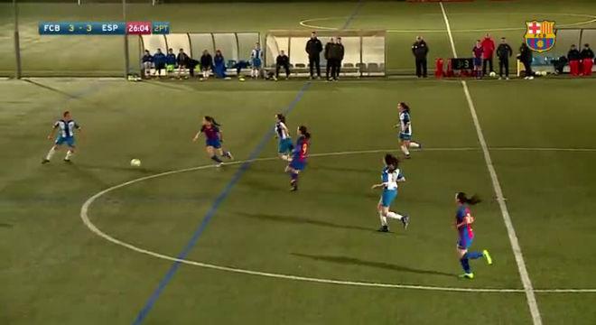 Jugada de Claudia Pina en el partit contra l'Espanyol.