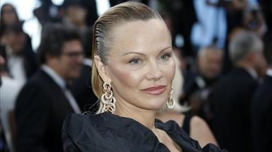 Pamela Anderson aparece irreconocible en Cannes