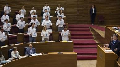 Plante del PP en las Corts Valencianes por las acusaciones de corrupción