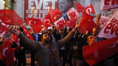Gana Erdogan. Cambio con resistencia