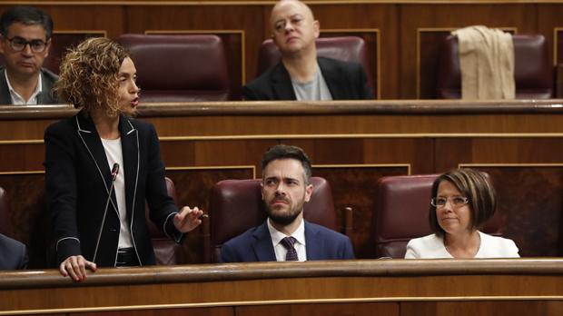 Pastor reprèn dues vegades Batet per parlar en català al Congrés