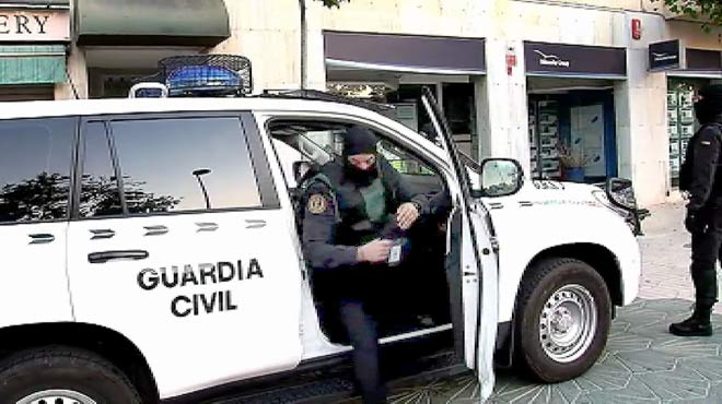 Un centenar de agentes participan en el dispositivo en el que ya hay ocho detenidos