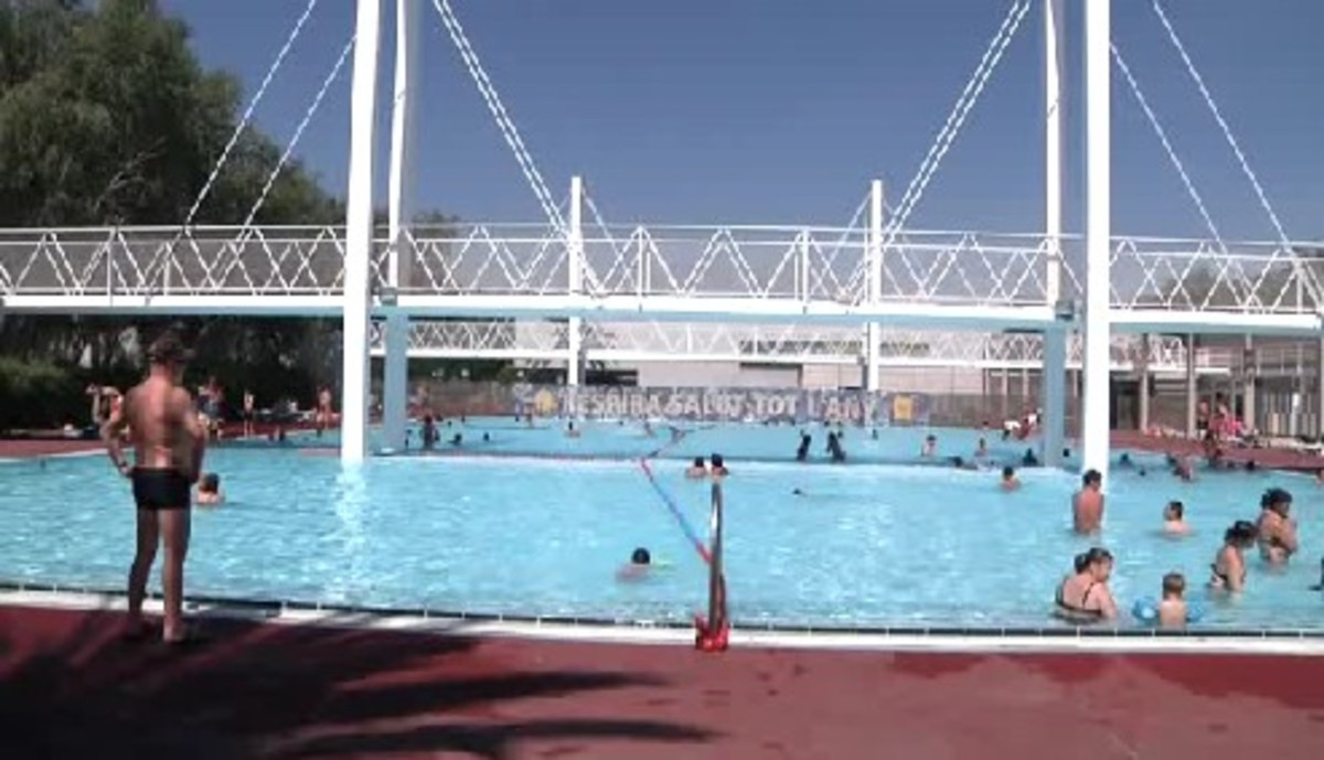Comienza la temporada de verano en las piscinas de can zam for Piscina municipal mataro