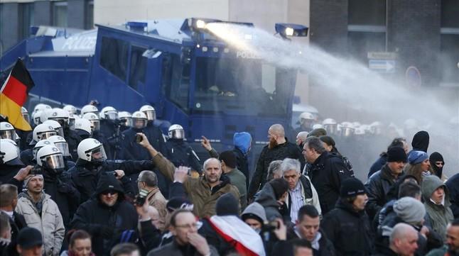Merkel quiere deportar a los refugiados que comentan delitos