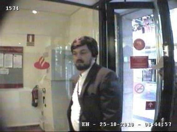 Los mossos detienen al presunto asesino de la cajera del for Banco santander bilbao oficinas