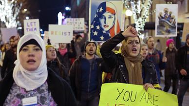 El Tribunal Supremo de EEUU permite aplicar parte del veto de Trump a inmigrantes musulmanes