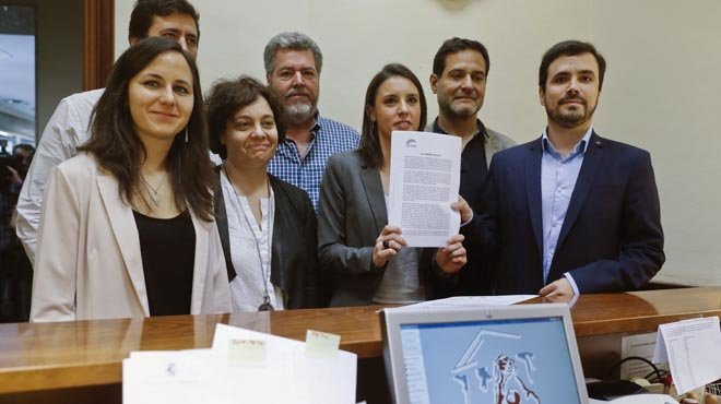 Resultado de imagen de Podemos registra la moción de censura a Rajoy