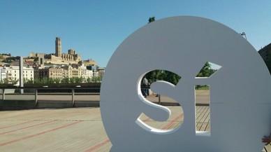 'Sí' gegants per la independència apareixen en diverses ciutats de Catalunya