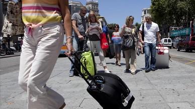 El ayuntamiento entrega a Airbnb una primera lista con 1.036 pisos ilegales para que los elimine de su web
