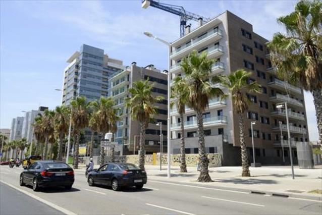 Una promoci�n de pisos en venta en Barcelona, el pasado 5 de agosto.