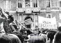 Aspecte de la manifestació a la plaça de Sant Jaume a favor de l'Estatut.
