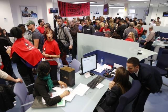Ocupada una sede de endesa en bcn contra la pobreza energ tica for Oficinas endesa