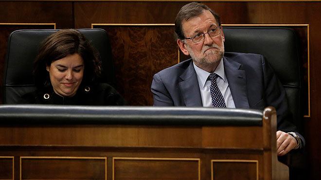 Rajoy come chicle durante el discurso de investidura de Pedro Sánchez