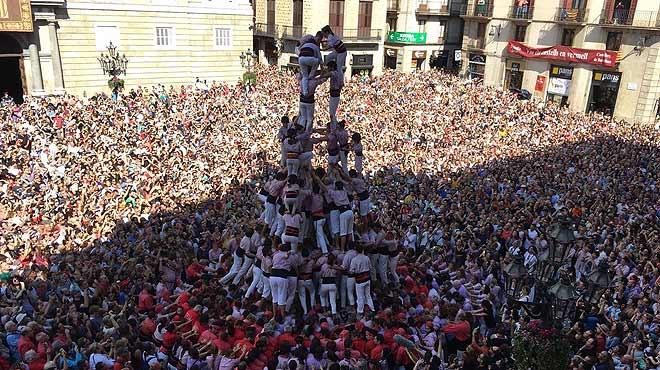 'Diada' castellera de las fiestas de la Merc� en la plaza de Sant Jaume