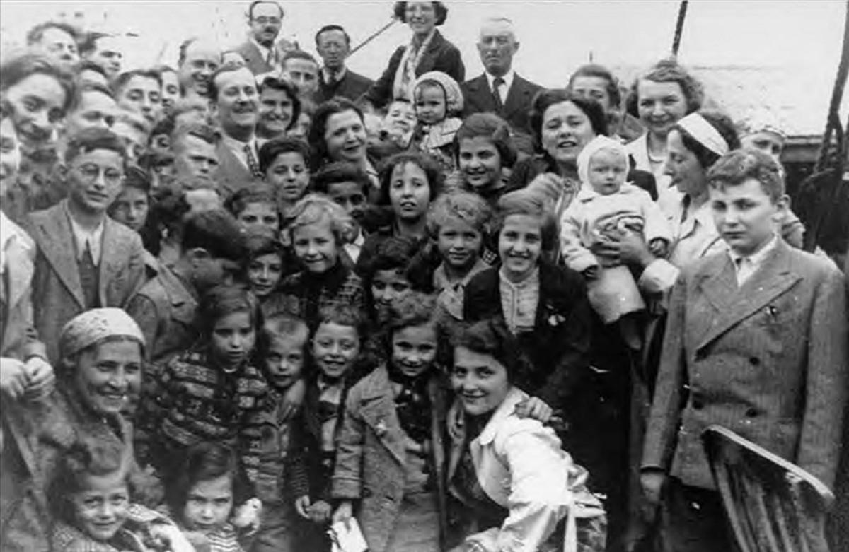 Pasajeros refugiados judíos a bordo del Saint Louis, en una imagen del libro de Armando Lucas Correa La niña alemana.