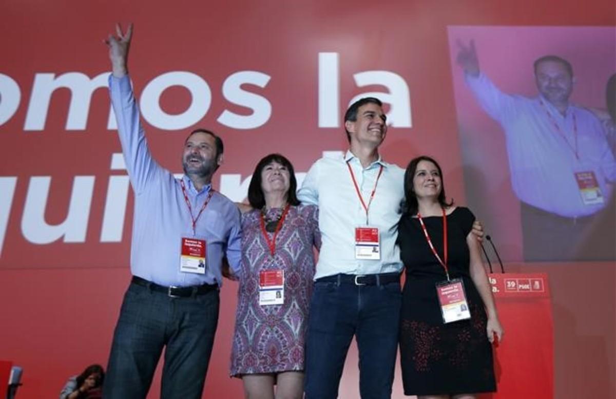 Pedro Sánchez, junto a sus principales colaboradores, este sábado en la inauguración del congreso del PSOE.
