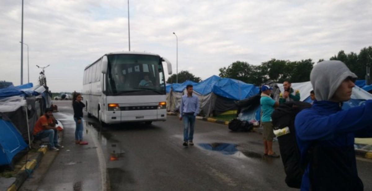 La policia grega desallotja el campament de refugiats d'Ekocamp