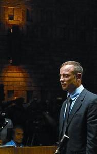 Pistorius: �Sent� terror, pens� que Reeva estaba en la cama�