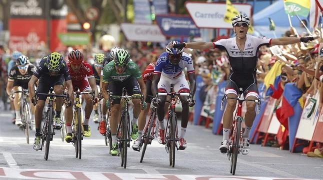 Stuyven gana en una etapa marcada por las caídas