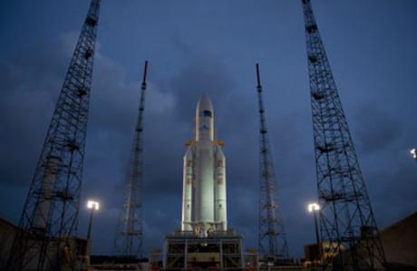 Un cohete Ariane-5, listo para el despegue en la base de Kur�.