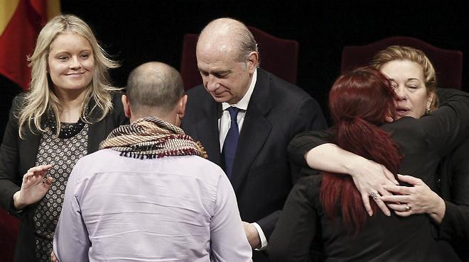 Fernández Díaz presideix un acte que uneix per primera vegada les associacions de víctimes