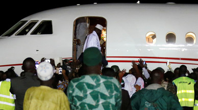 Former Gambian President Yahya Jammeh boards a plane at the airport as he flying into exile from Gambia
