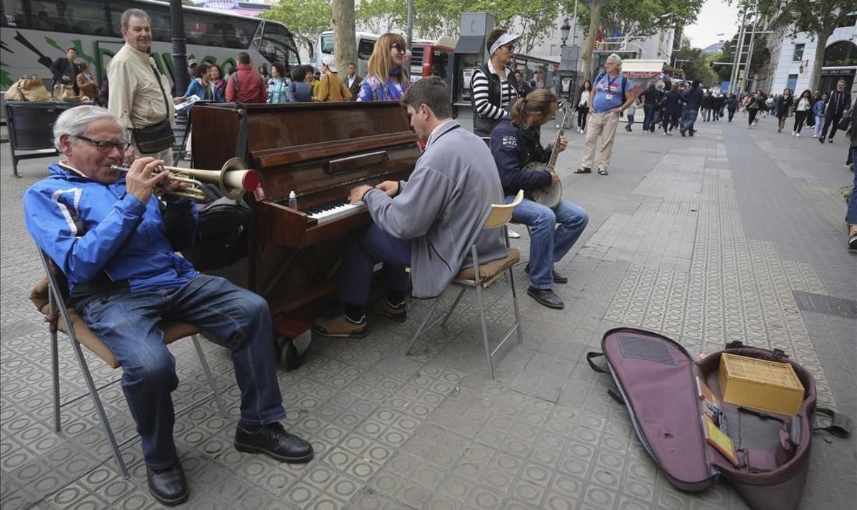 Con el piano a cuestas
