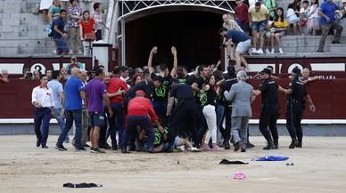 En libertad con cargos los 29 animalistas que saltaron a la plaza de toros Las Ventas