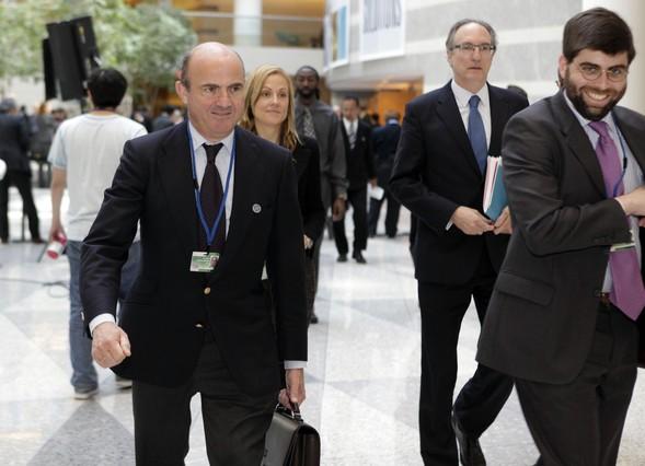 Guindos apunta que la econom�a espa�ola caer� hasta un 1,5% en el 2013