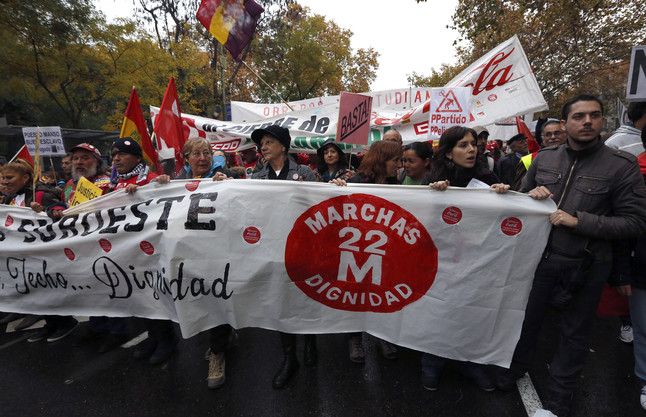 """Milers de persones marxen per la """"dignitat"""" a Espanya"""