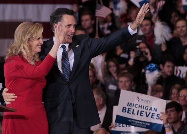 Mitt Romney salva los muebles en las primarias de Michigan, su estado natal