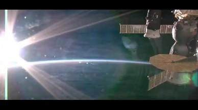 Així es veu una posta de sol des de l'Estació Espacial Internacional