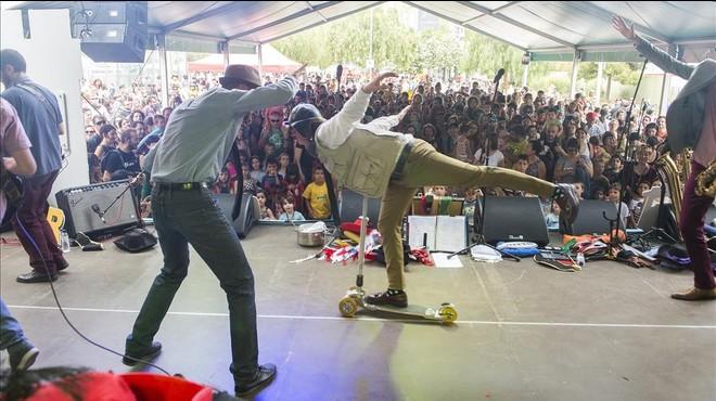 Reggae y patinetes en el concierto de The Penguins.