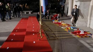 Banderes per terra a la conferència de presidents