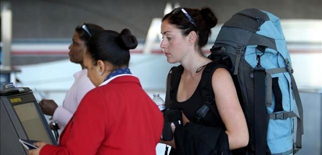 EEUU retrasa la norma que permitía llevar pequeños cuchillos como equipaje de mano en los aviones