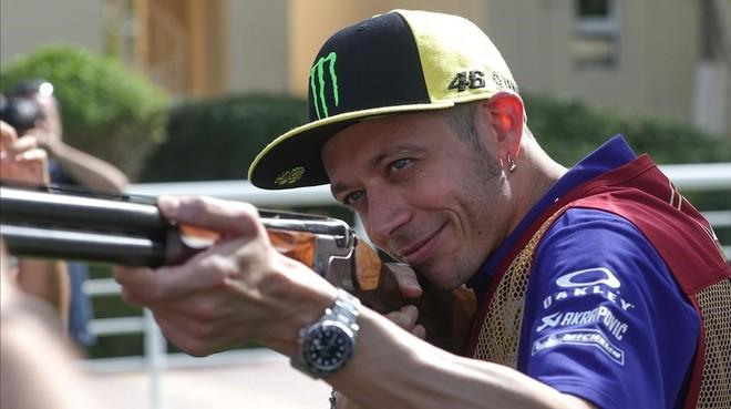 Valentino Rossi prueba hoy fortuna en el campo de tiro olímpico de Doha (Catar).