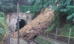 Suspendido el funicular de Montju�c por un desprendimiento de tierras