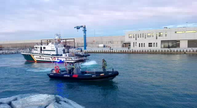 Pesquer enfonsat al port de Barcelona