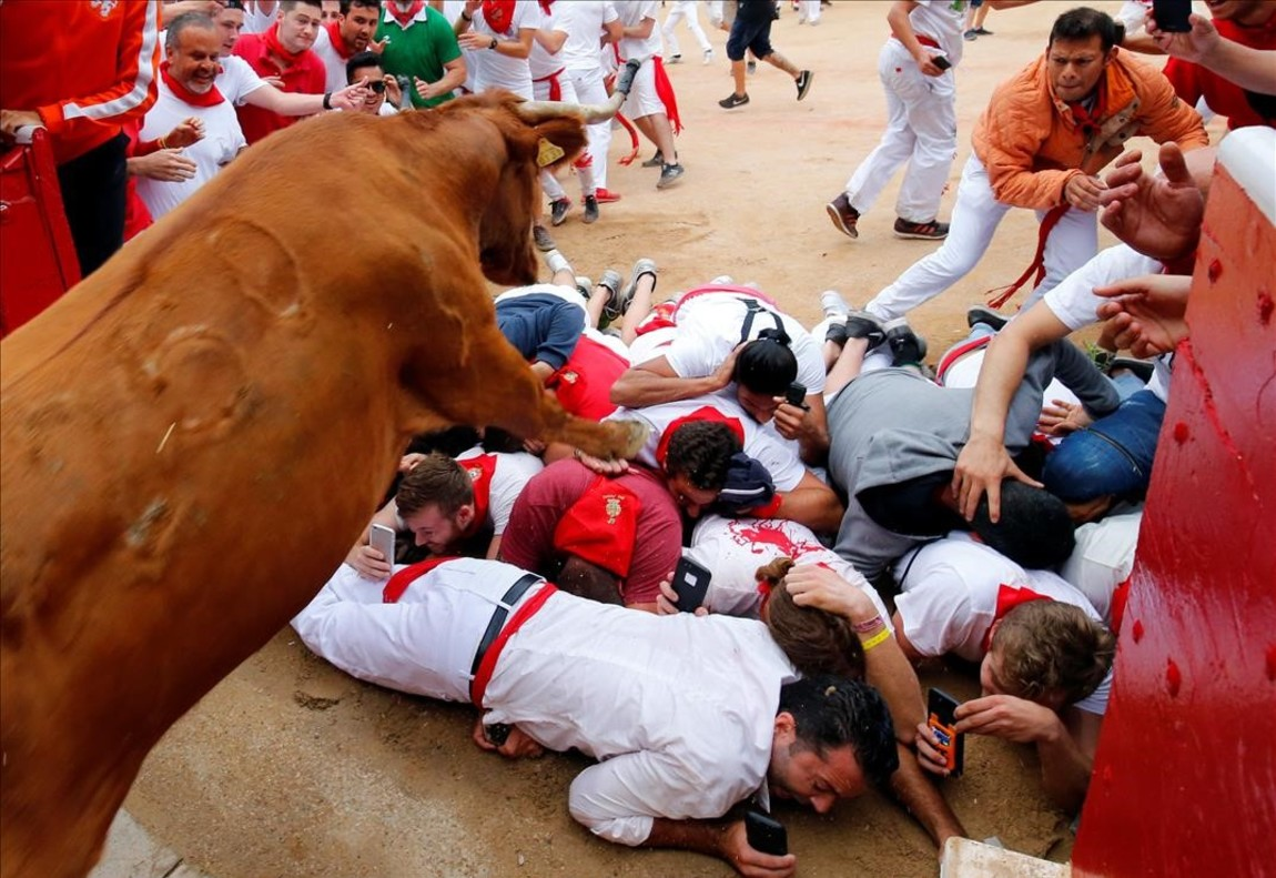 jjubierre39279707 a wild cow leaps over revellers as it enters the bullring fo170716130934