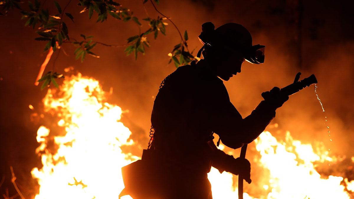 Asciende a 31 el número de muertos por los incendios más destructivos en la historia de California