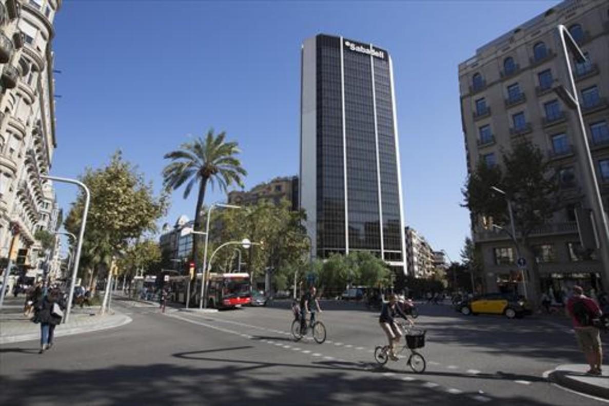 El sabadell estudia trasladar una direcci n general a madrid for Banc sabadell pisos