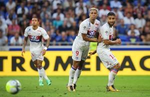 Depay, Mariano y Fekir, durante un partido contra el Estrasburgo