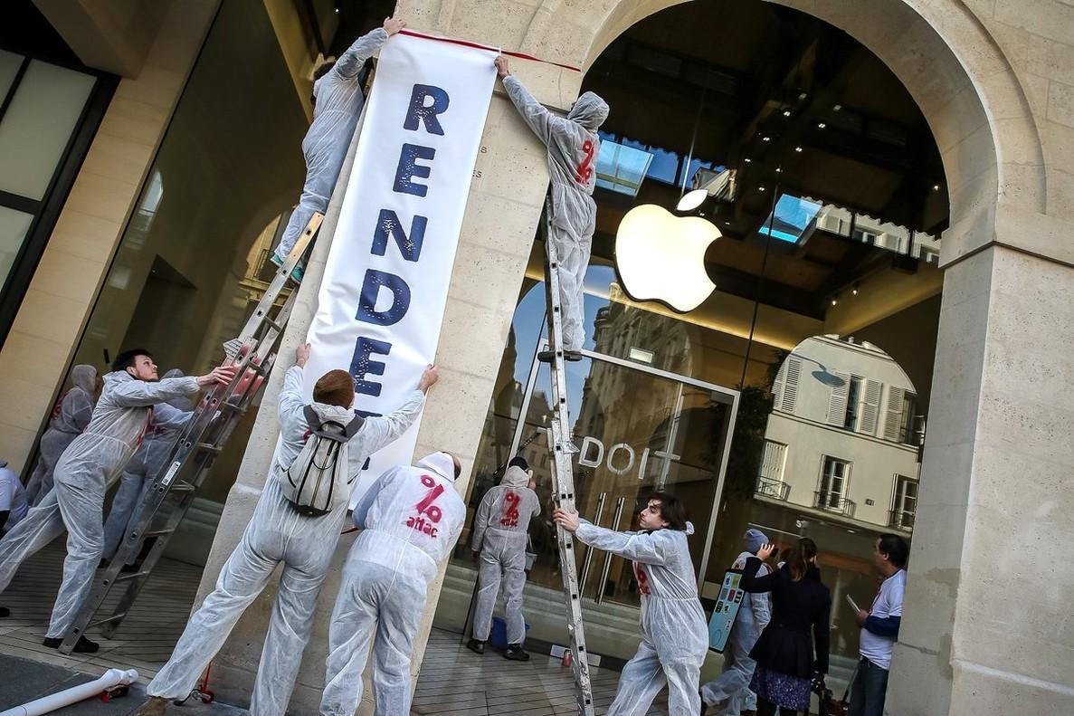 Acción de la organización Attac contra Apple en Francia.